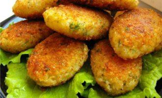 Картофельные котлетки с соленой треской