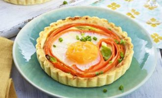 Мини-пироги с морковью и яйцом