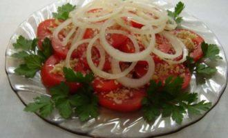 Закуска из томатов с грецкими орехами