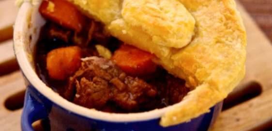 Мини-пироги с говядиной и овощами