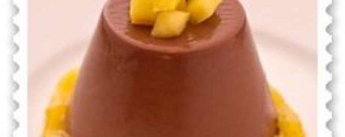 Шоколадная панна котта с персиковым соусом