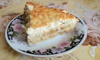 Открытый песочный пирог с яблоками и творогом