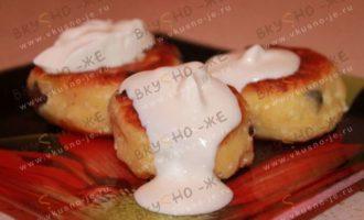 Сырники из творожной массы с изюмом