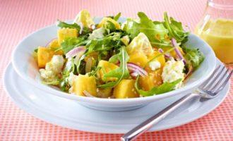 Лёгкий салат с манго