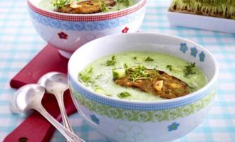 Лёгкий суп-пюре из цуккини с гренками