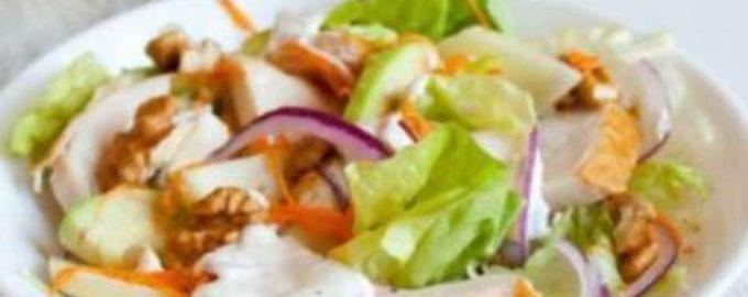 Куриный салат с грецкими орехами и йогуртом