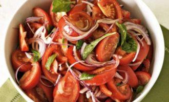 Овощной салат с мятой и медовой заправкой