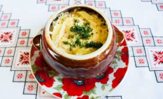 Говядина по-русски в горшочках с картошкой