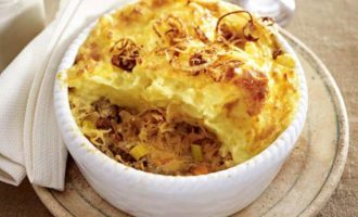 Мясная запеканка с квашеной капустой и картофелем