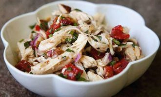 Куриный салат с миндалём