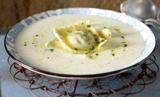 Крем-суп с равиоли из гусиной грудки