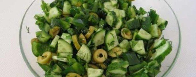 Салат из свежих огурцов и зелени