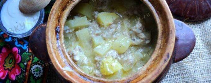 Картошка с курицей в горшочках в духовке