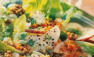 Лёгкий салат с красной чечевицей