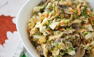 Куриный салат с ананасами и шампиньонами