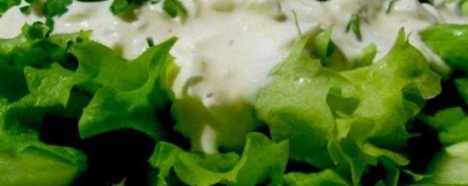 Салат зеленый со сметаной