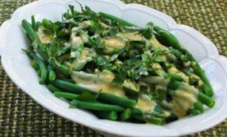 Зеленая молодая фасоль с молочным соусом