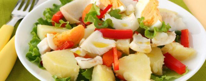 Легкий салат из филе судака с картофелем