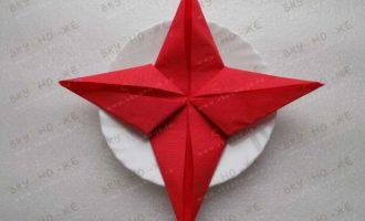 Как красиво сложить бумажные салфетки — в виде звезды ★?