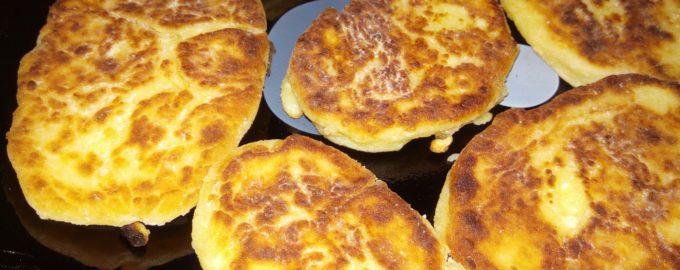классические сырники на сковороде с манной крупой